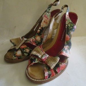 Chinese Laundry Floral Fabric Platform Sandals